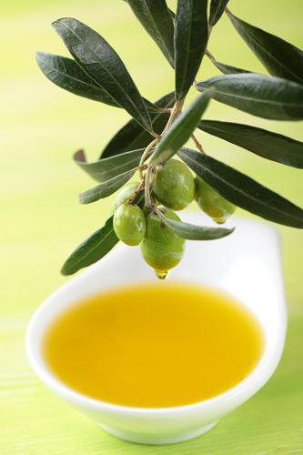 Попробуйте наносить оливковое масло на тело и волосы - результат вас удивит.